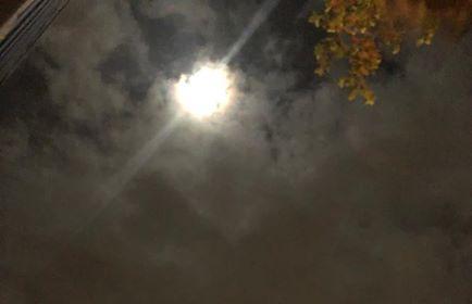 Măreția Lunii în noaptea Crăciunului